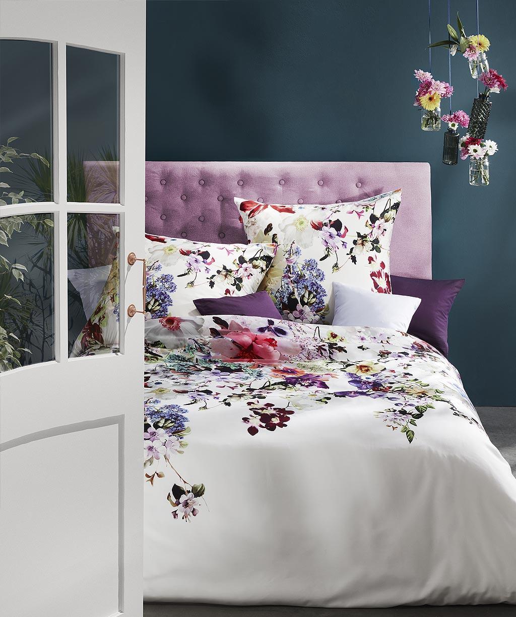 Moderne Mako Satin Bettwäsche mit bunten Orchideen und Blumen