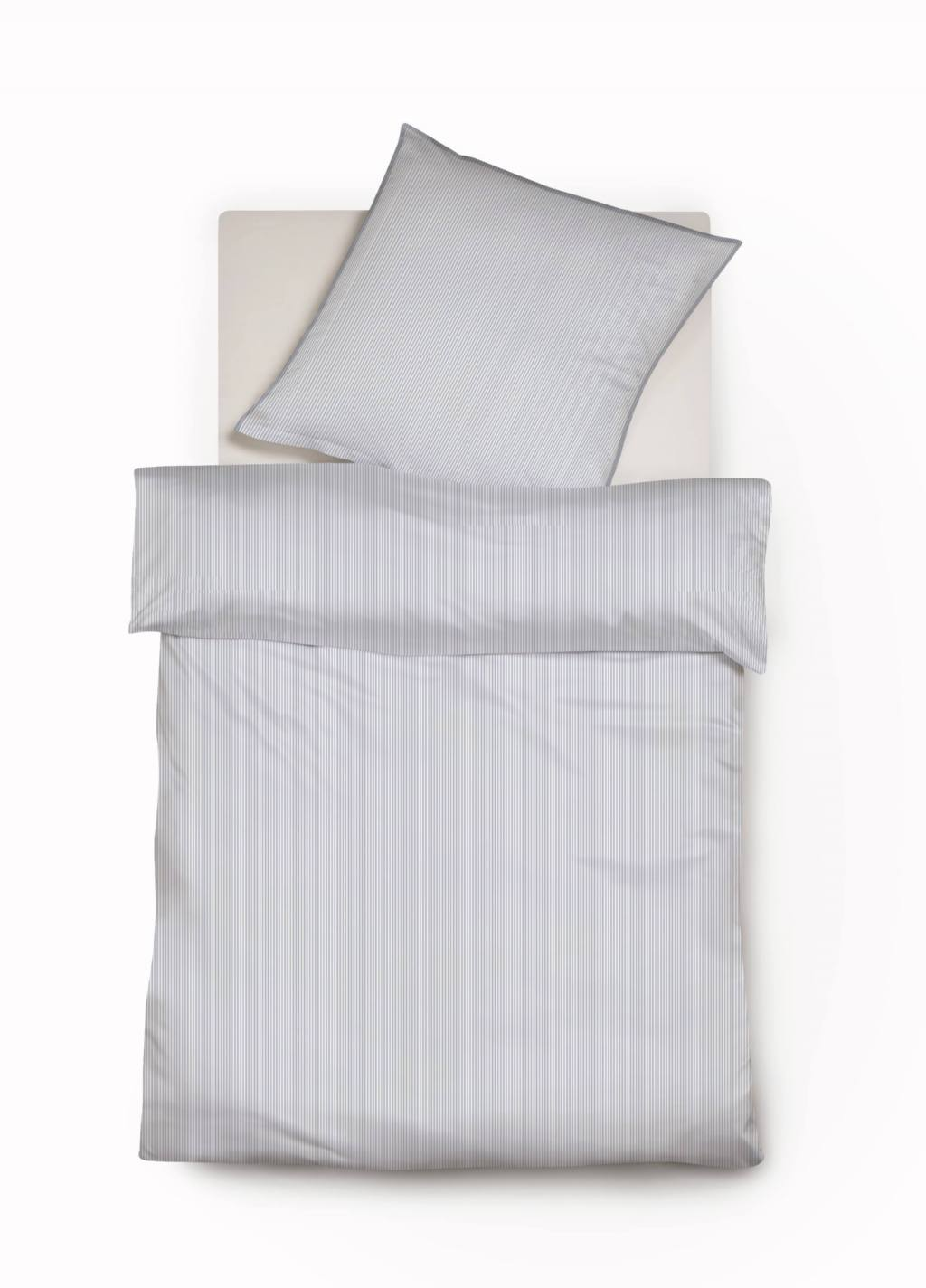 Edle weiß-blaue Nadelstreifen Bettwäsche mit Paspel-Kissen