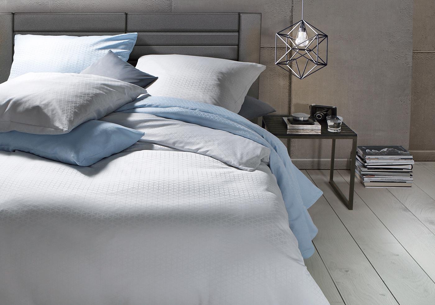 Blaue Damast Bettwäsche in modernem Schlafzimmer