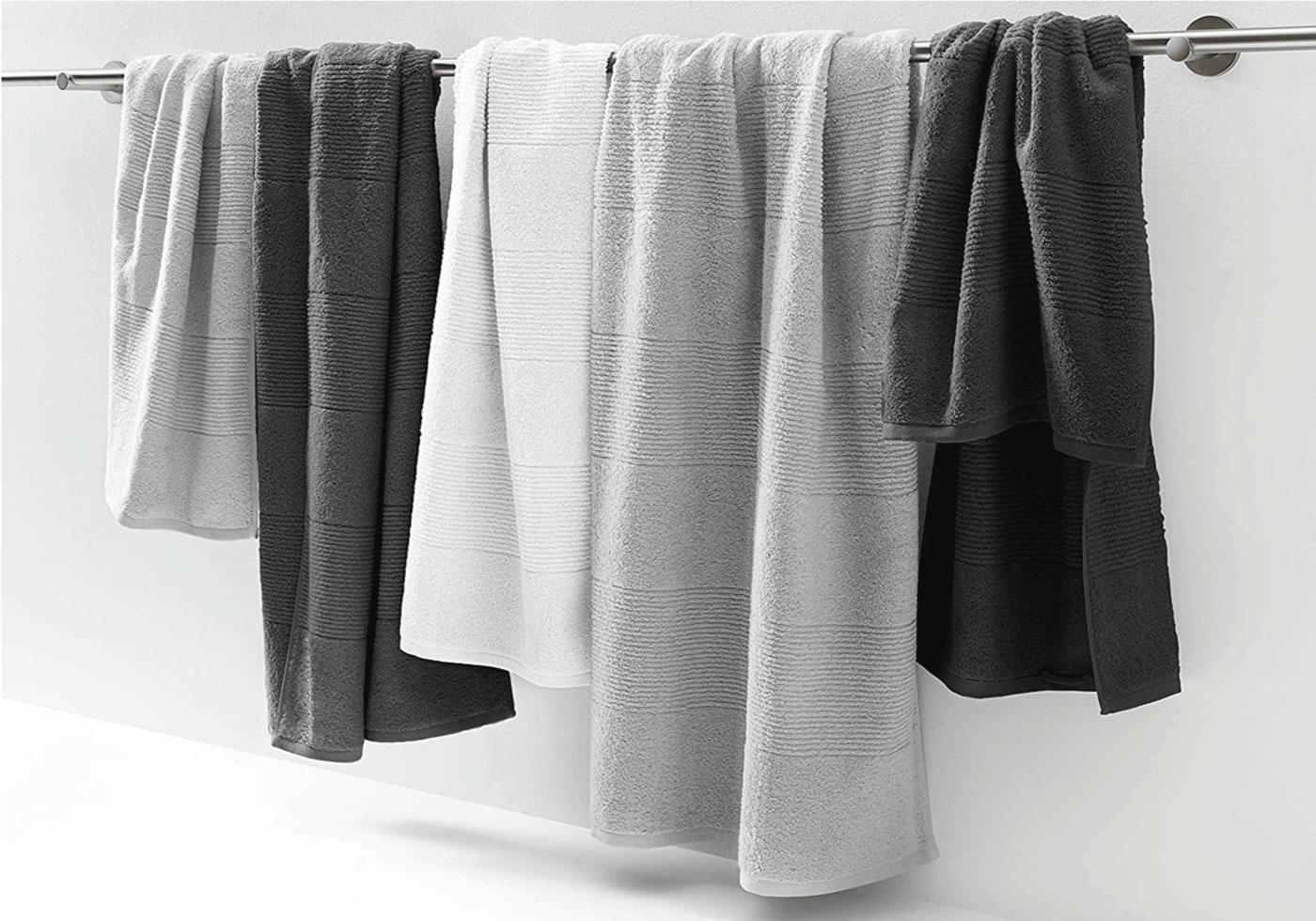 Frottier Handtücher auf Handtuchhalter