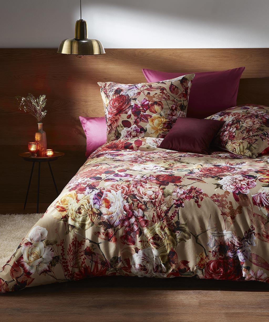 Digital bedrucke Bettwäsche mit bunten Blumen aus Mako Satin