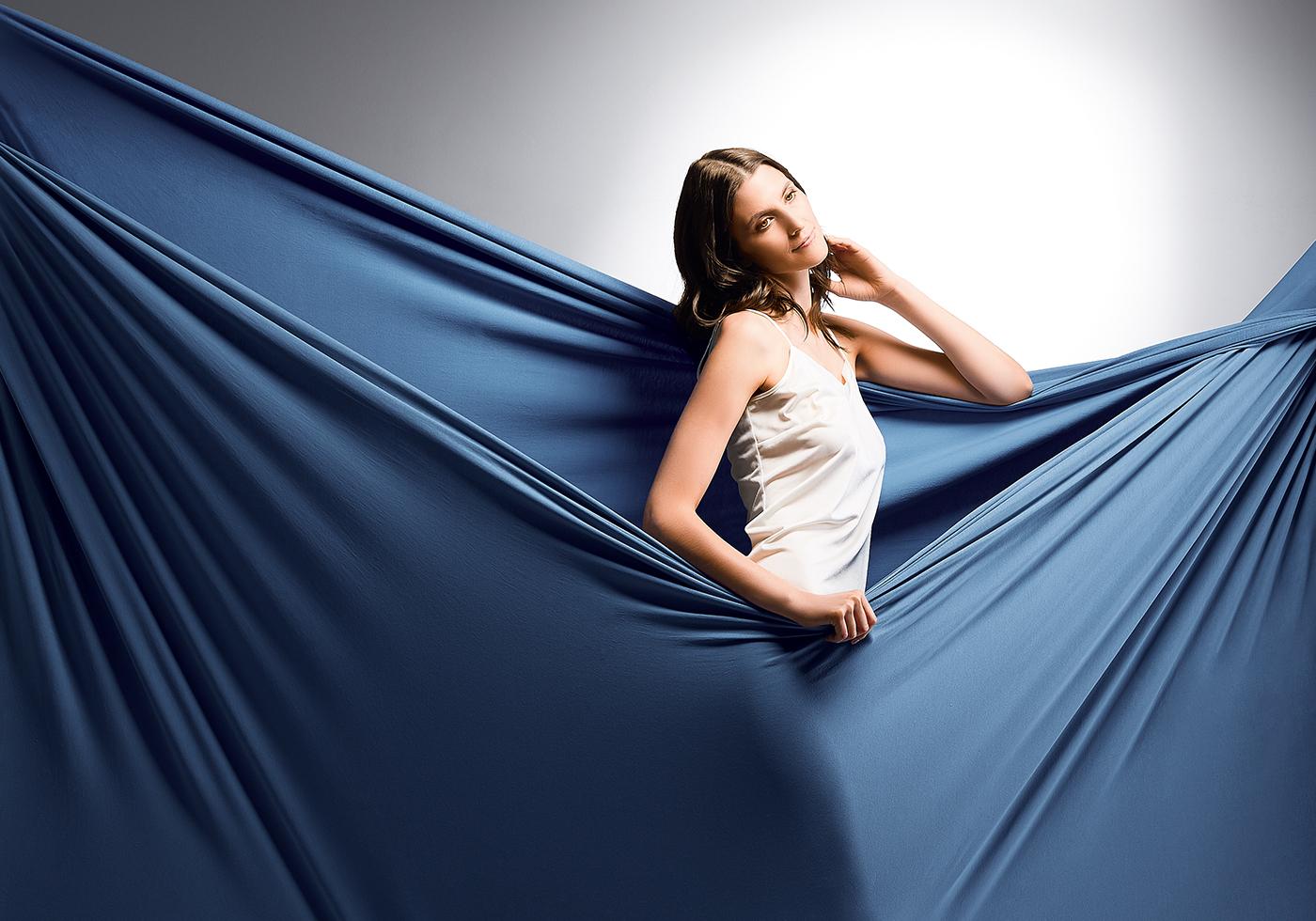 Blaues unifarbenes Bettlaken