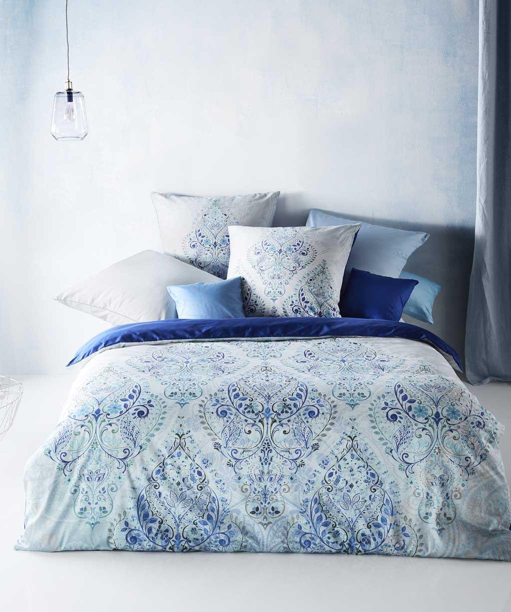 Mako Satin Bettwäsche mit blauen Ornamenten - Digitaldruck