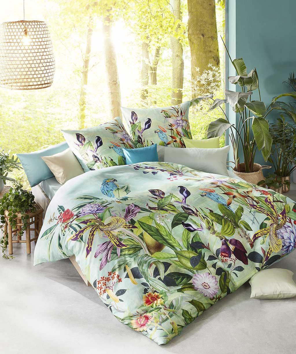 Hochwertige Mako Satin Bettwäsche mit exotischen Blumen und Papagei