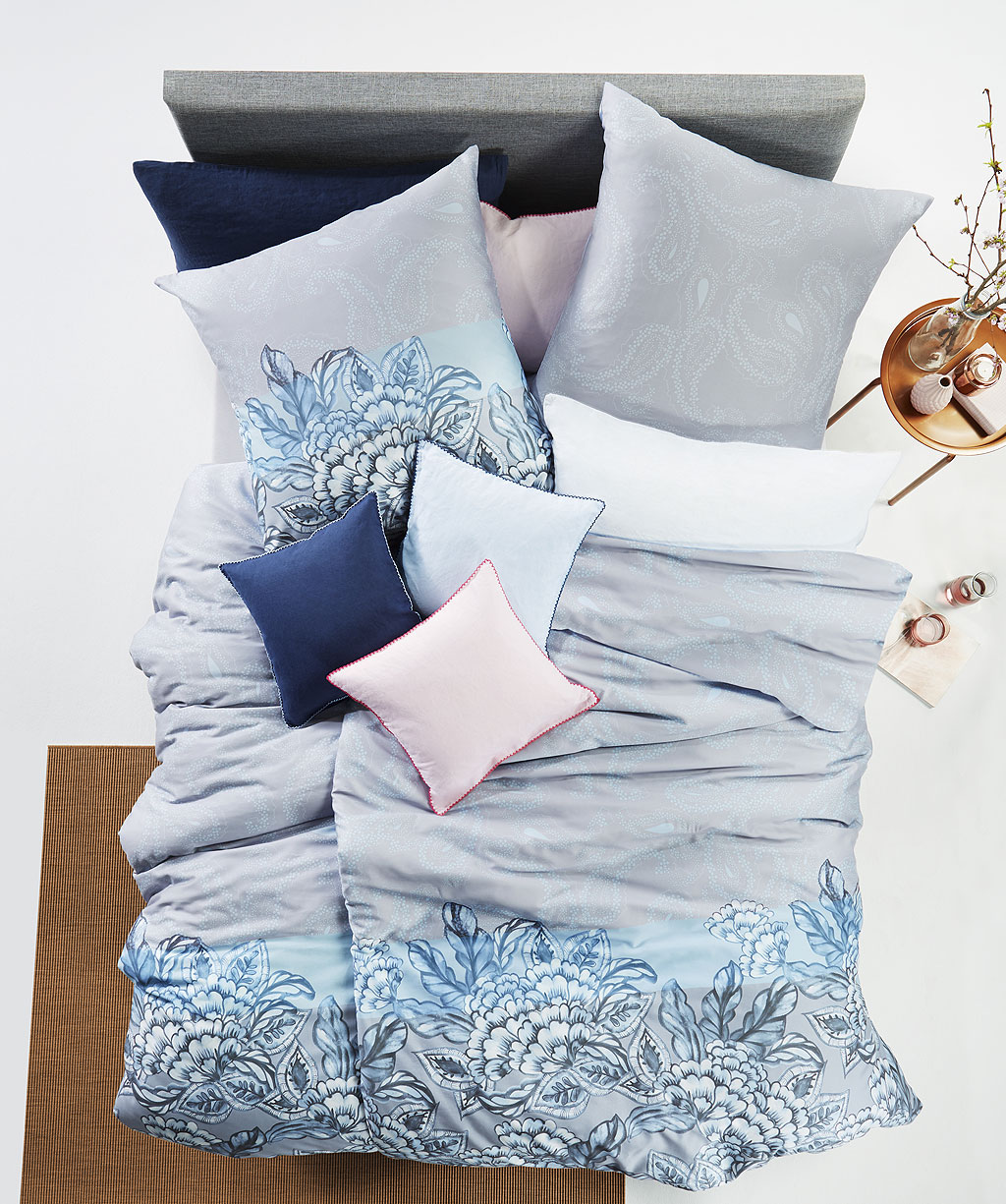 Hellblaue Blumen Bettwäsche mit Paisley kombiniert aus Mako Satin