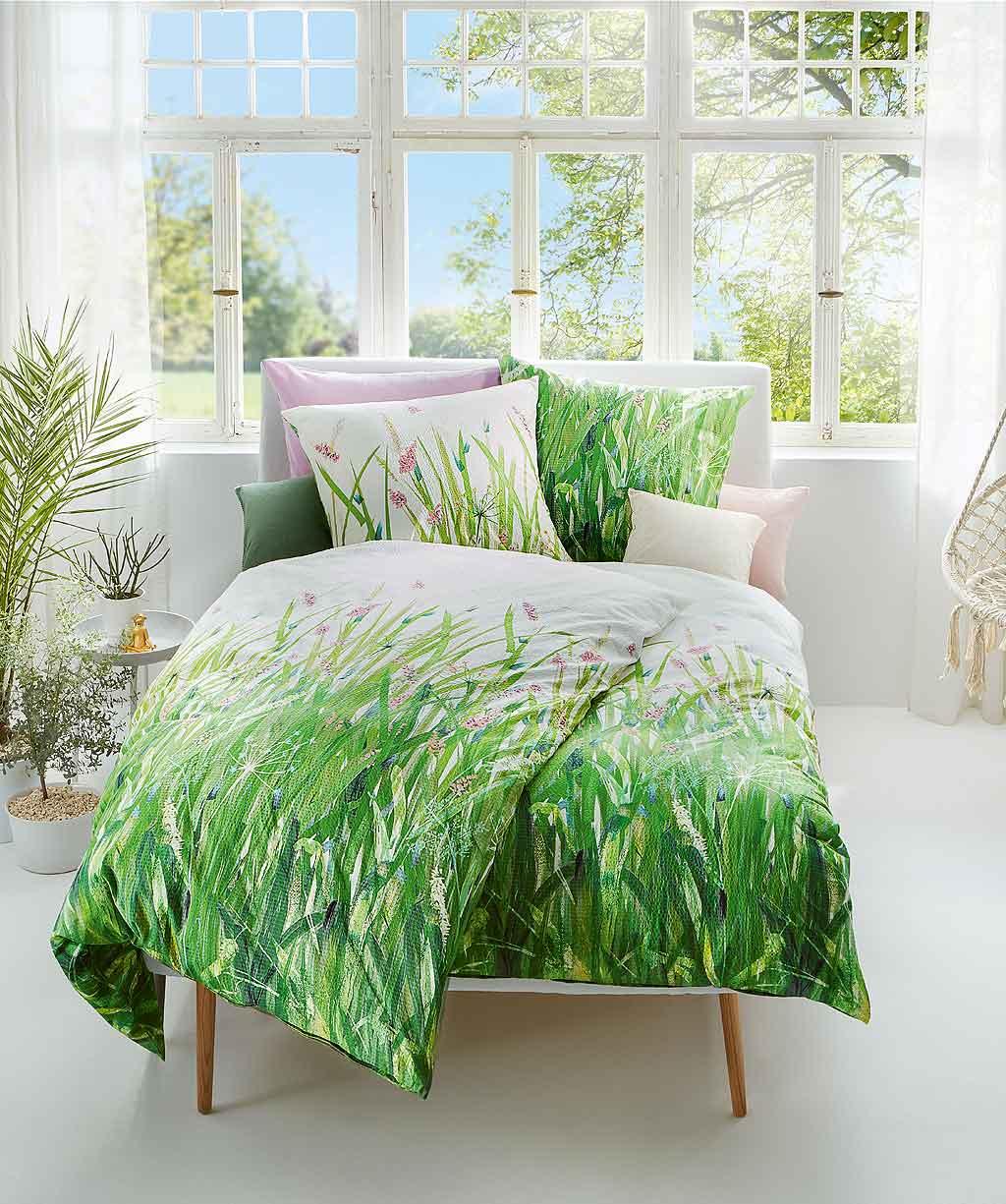 Wendebettwäsche mit grüner Wiese aus bügelfreiem Seersucker