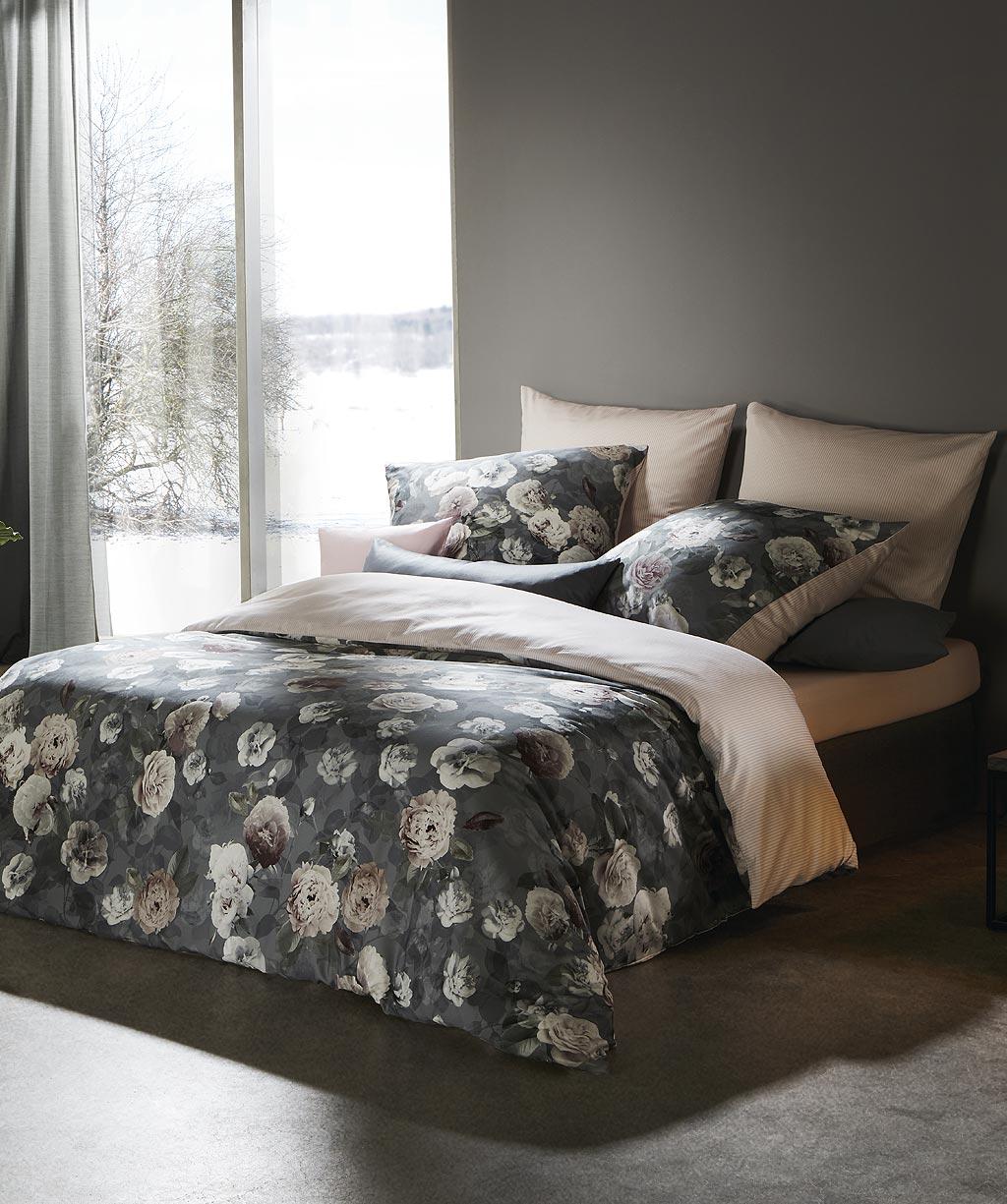 Edle Blumen Bettwäsche in Grau aus feinem Mako Satin - Digitaldruck